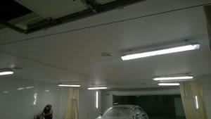 Натяжной потолок в автомойке